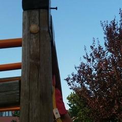 Giostrina instabile parco giochi zona PIP