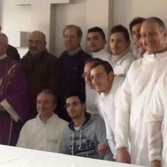 Monsignor Ricchiuti con i lavoratori di U TUB