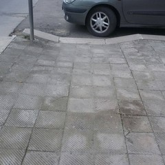 Parcheggi selvaggi a Gravina
