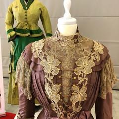 abiti in mostra al restauro in tour
