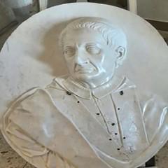 Busto marmoreo dellOrsini presso il Santuario del Beato Giacomo di Bitetto FOTO
