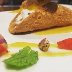 Cannoli Siciliani con gelle di arancio e pistacchi di bronte