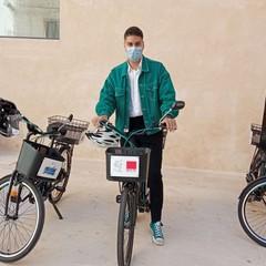 cerimonia di consegna delle bici per progetto help