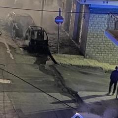 incendio auto via guida