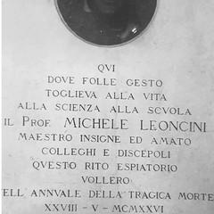 Lapide commemorativa deicata al professore Michele leoncini dopo la sua tragica morte