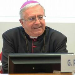 Monsignor Giovanni Ricchiuti in Salvador