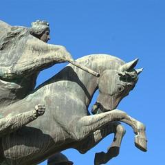 """""""Passeggiando con la storia"""" - monumento ai caduti"""