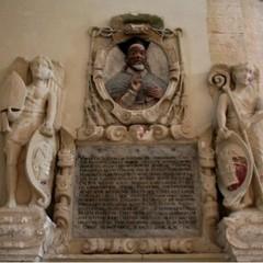 Primo particolare del cenotafio di Mons Giustiniani Foto