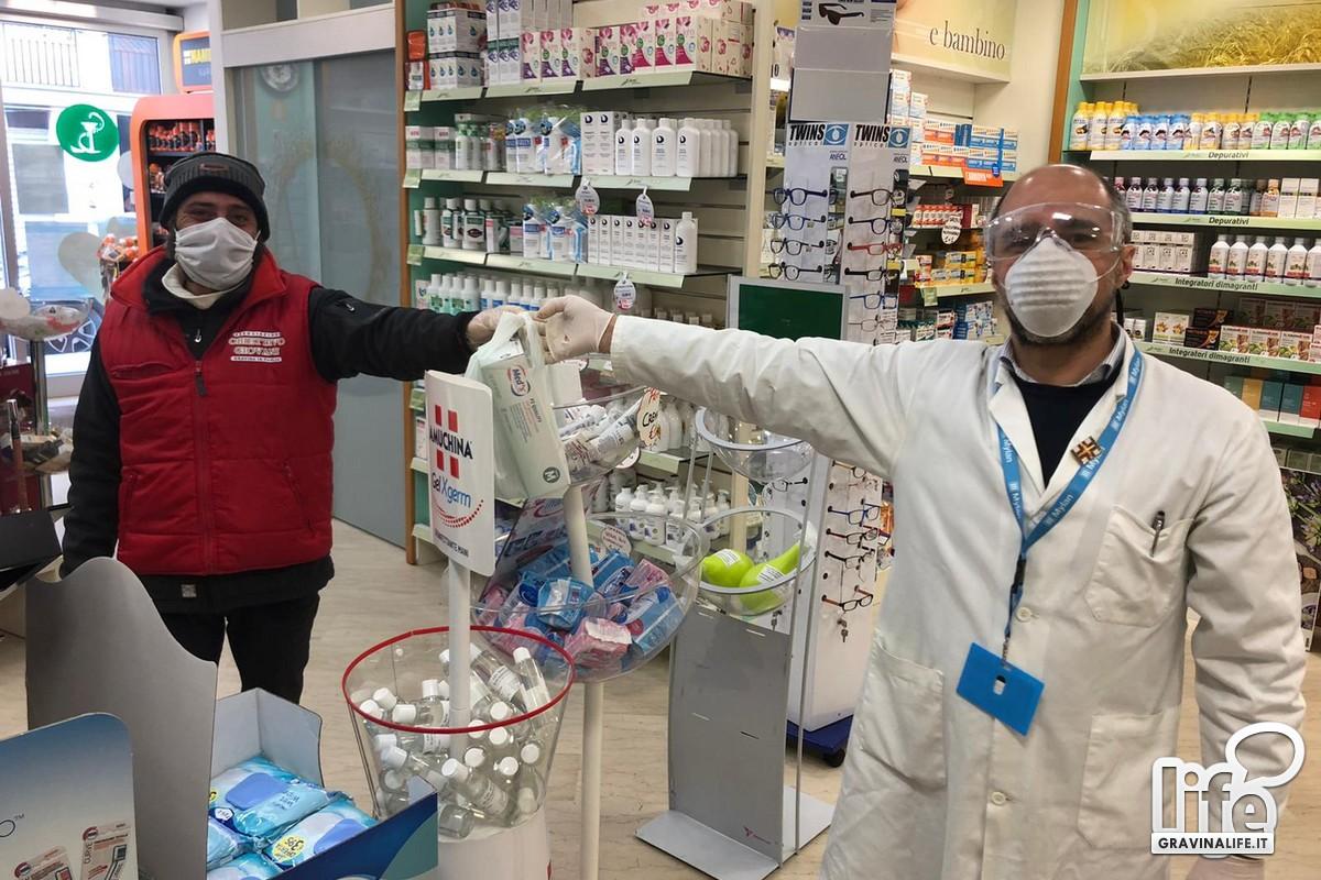 Farmacista dona guanti e gel ai volontari della Protezione Civile