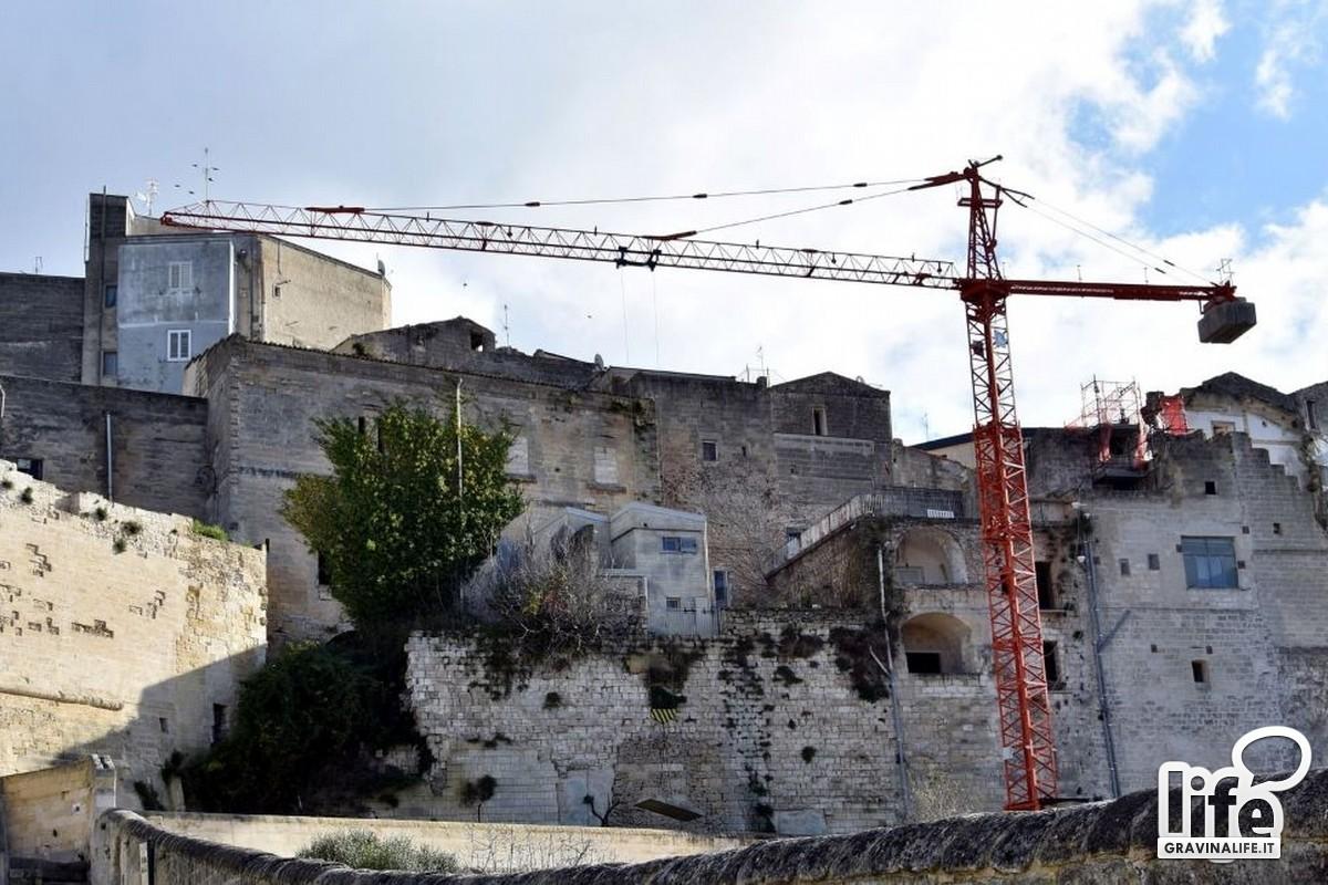 gru e tabella lavori via montea- Foto Carlo Centonze