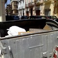Protesta cassonetti rotti in Via Emilio Guida