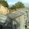 Cassonetti per la raccolta dei rifiuti rotti, mal funzionanti e obsoleti