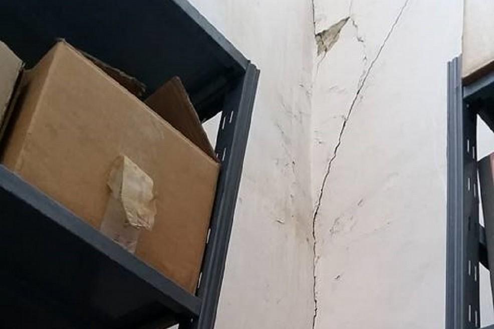 Mura pericolanti all'archivio di deposito del Comune di Gravina