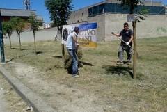 L'associazione Obiettivo Giovani ripulisce il Parco in via Alfieri.