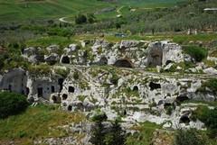 A Gravina una sentieristica per l'itinerario rupestre e archeologico