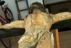 Crocifisso di via Spinazzola, deturpato dal tempo