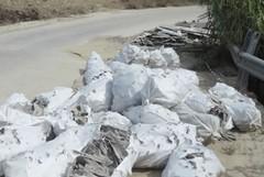 Rinvenuti sacchi pieni di lastre di amianto nei pressi di Botromagno