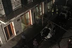 Auto in fiamme questa notte
