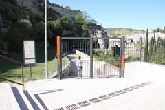Cancello magico a Gravina: è chiuso ma ci passa chiunque