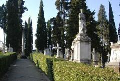 Dubbi sul cimitero, continua il pressing sul sindaco