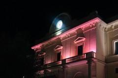 Il Comune si tinge di rosa per il mese della Lilt