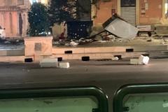 Esplosa bomba carta in piazza Scacchi