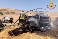 Imballatrice prende fuoco in campagna