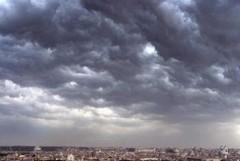 Maltempo e temperature in calo, allerta meteo per temporali