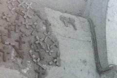 """Le croci di legno affisse sulle principali """"Porte"""" della città antica"""