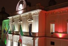 """Il Municipio si veste di bianco per """"illumina Novembre"""""""