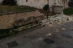Maltempo: crolla un muro, chiusi i parchi