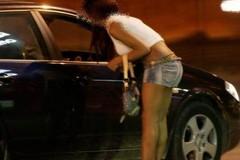 Travestiti da poliziotti rapinavano le prostitute nel nord Italia