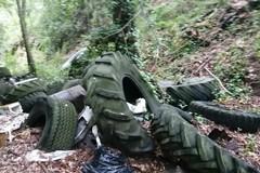 Abbandono di rifiuti e resti di bare, indignazione a Gravina