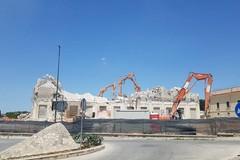 Silos, continua la demolizione. Ma non doveva essere un restauro?