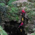 Venti speleologi alla scoperta della grotta di Faraualla