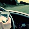 Multe e ritiro della patente per chi guida con lo smartphone