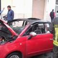 Macchina in fiamme in via Emilio Guida