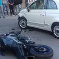 Scontro tra un'auto e una moto in via Alcide de Gasperi