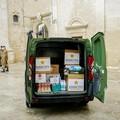 Esercito consegna generi alimentari alla mensa della carità