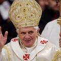 Il Papa chiede ai cattolici di impegnarsi in politica.