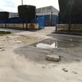 """Il piazzale antistante la scuola """"Soranno"""" diventa un pantano"""