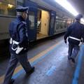 Da Gravina a Pesaro con la droga in valigia