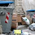 I cassonetti per rifiuti urbani, situati in prossimità di incroci stradali sono causa di incidenti stradali