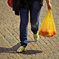 Chiarezza sulle regole per la commercializzazione dei sacchetti negli esercizi commerciali