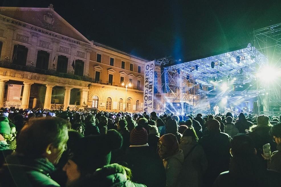 Capodanno in piazza Prefettura a Bari. <span>Foto Alessandro Bove</span>