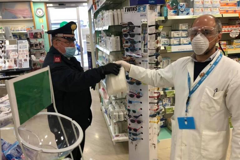 farmacia dona mascherine ai carabinieri