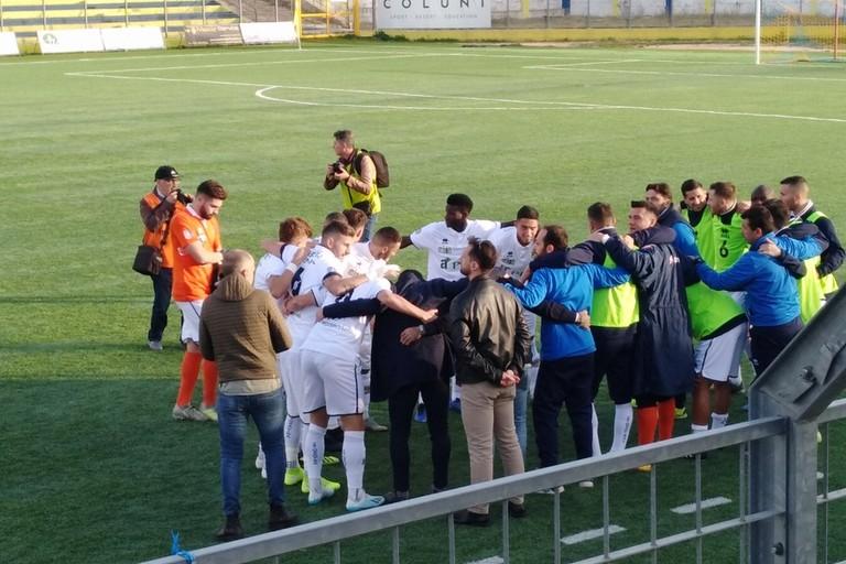 i giocatori della fbc in cerchio prima della partita