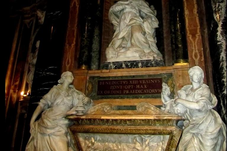 monumento funebre benedeto XIII