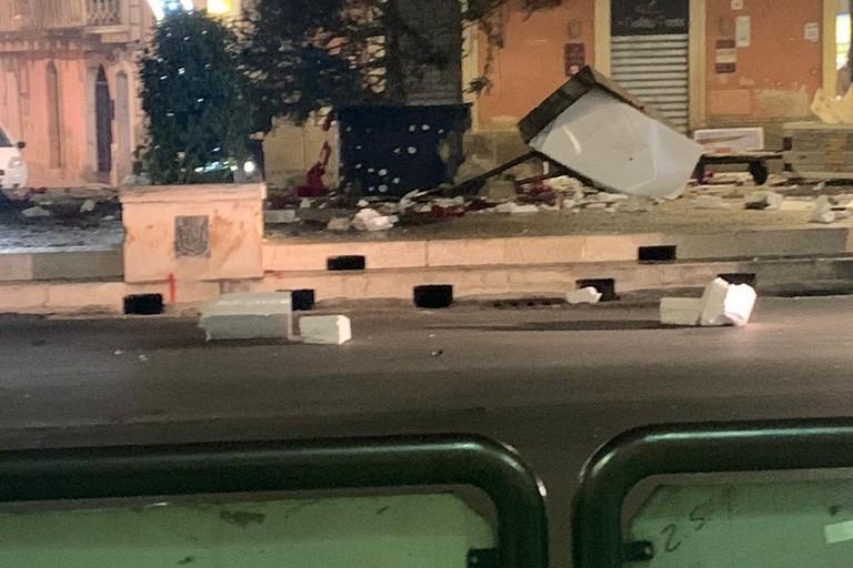 Bomba carta in piazza 2