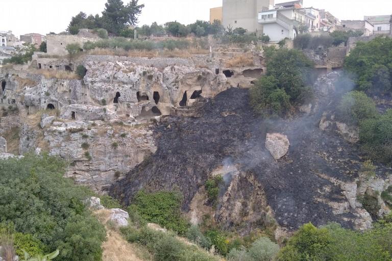 incendio nella Gravina